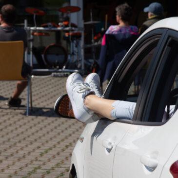 Rückblick:  Parkplatz-Gottesdienst – Hupen zur Ehre Gottes