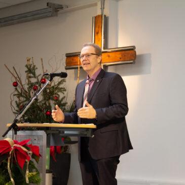 """Pastorenberufung """"in schwierigen Zeiten"""" – Michael Pöpel wurde als Pastor in seinen Dienst eingeführt"""